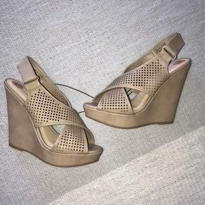 New Chinese Laundry Taupe Platform Wedge Sandals